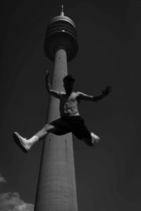 olympiaturm-muenchen-malemodel-modesynthese-marian-knecht-01